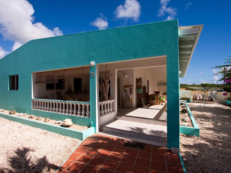 Cas Cissie - A lovely townhouse near the ocean - Image 1 - Kralendijk - rentals