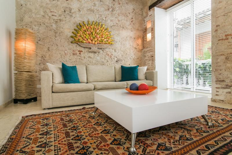 Chic 1 Bedroom with Pool in Old Town - Image 1 - Cartagena - rentals