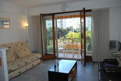 Vautrin 1 Bedroom Holiday Rental with a Balcony, in Cannes - Image 1 - Cannes - rentals