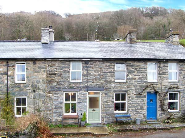 DRAPERS COTTAGE, mid-terrace cottage, woodburner, enclosed patio, walks from door, near Portmeirion, Ref. 18599 - Image 1 - Portmeirion - rentals
