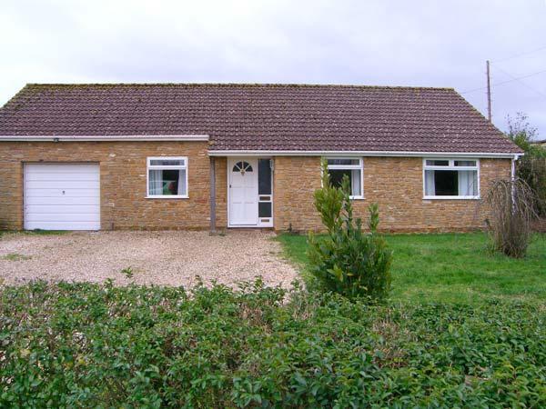 RADOVAS, detached, all ground floor, WiFi, off road parking, garden, in Martock, Ref 28578 - Image 1 - Martock - rentals