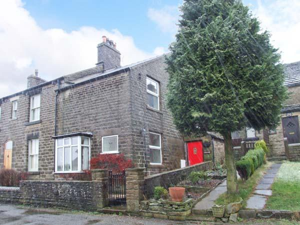 CROFTSIDE, fantastic walking base, character features, nearby attractions, terraced cottage near Chinley, Ref. 904073 - Image 1 - Chinley - rentals