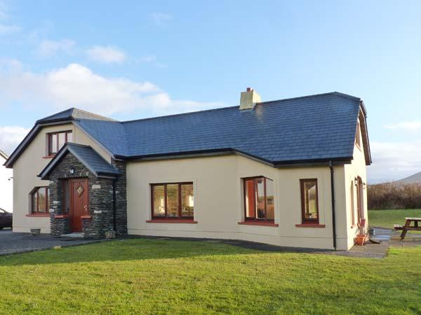 ARCHITECT HOUSE, stylish property in rural setting, open fire, garden, Ballyferriter Ref 904618 - Image 1 - Ballyferriter - rentals