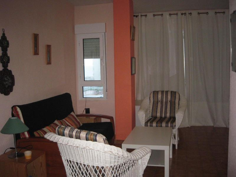 Cosy apartment seafront calm and spacious beach - Image 1 - Alicante - rentals