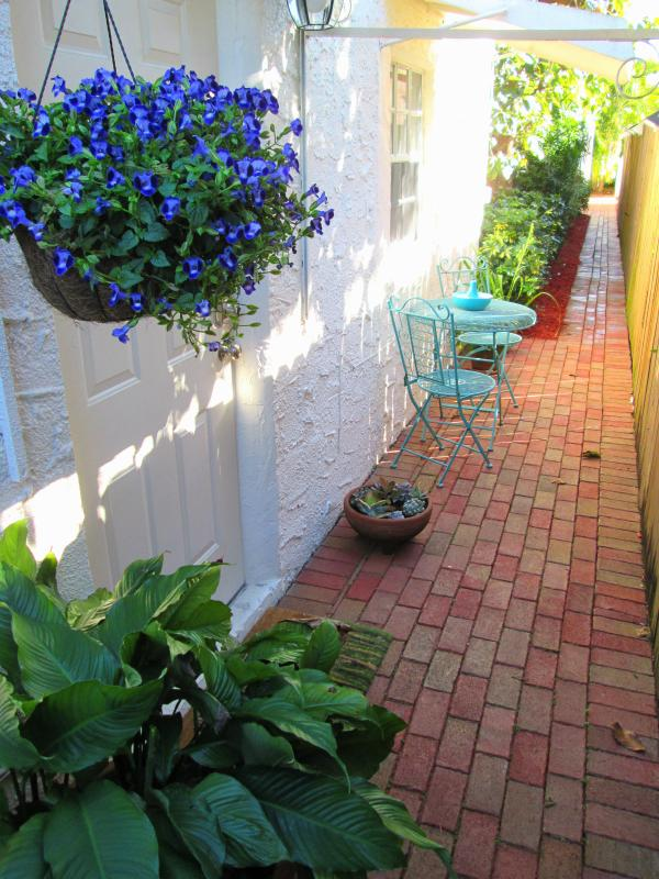 Main entrance - Private Tropical Cottage by the Grove - Coconut Grove - rentals