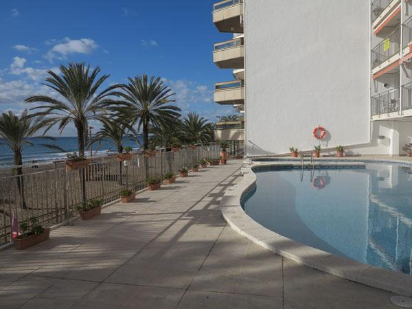 The building with its' pool and view of beach - 2nd floor ocean-front apartment, close to Barcelona, with great sea-view and kms long fine sandy beach - Calafell - rentals