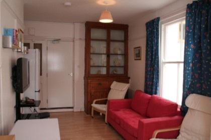 Living area with widescreen tv - Roomy 5 bedroom house near exeter city centre - Exeter - rentals