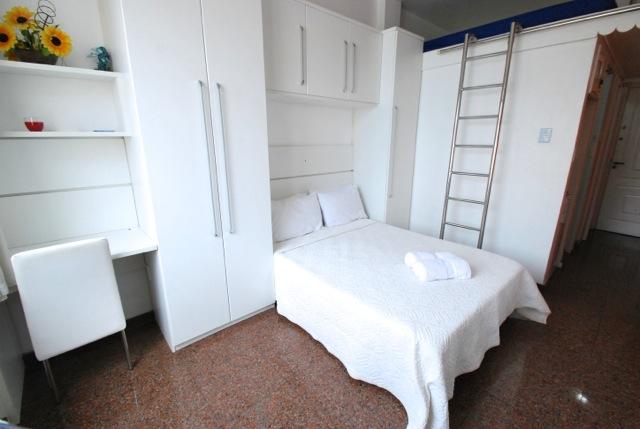 Bedroom area with another sleeping area above ladder. - Rua Nossa Senhora de Copacabana 1241 one block fro - Rio de Janeiro - rentals