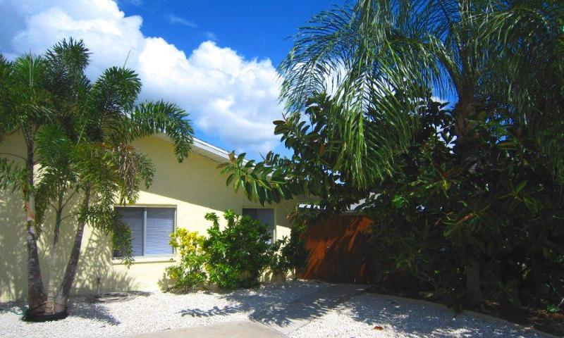 Front of the House - BeachWind - Fort Myers - rentals