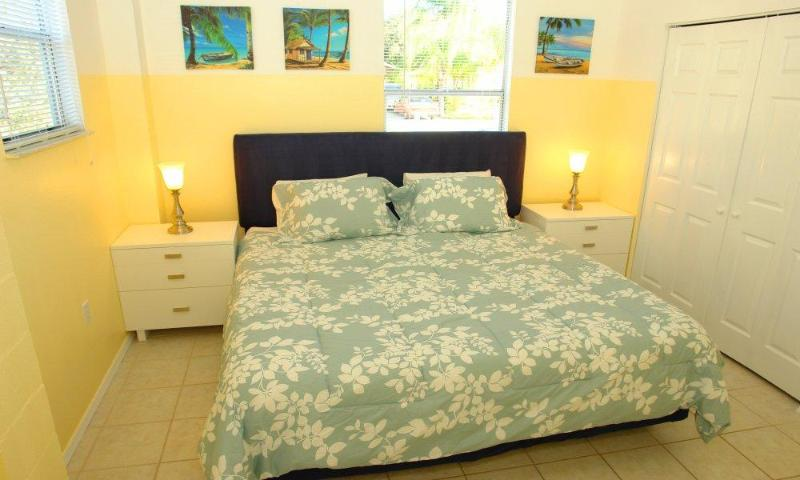 Bedroom with King-Size Bed - BeachStar - Fort Myers Beach - rentals