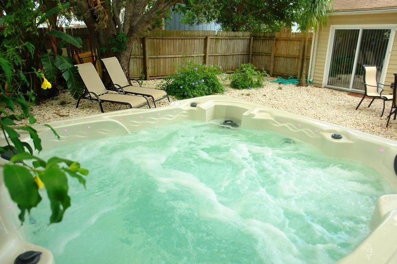 Private large Hot-Tub / Whirlpool (update: now under your private 26' x 12' screen enclosed patio) - BeachWave - Fort Myers Beach - rentals