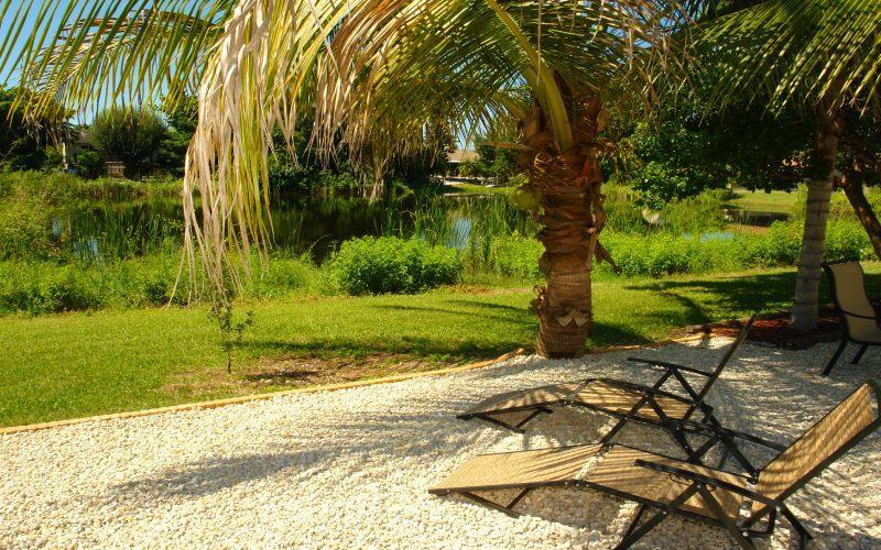 Waterfront Lake in Backyard - BeachLagoon - Fort Myers Beach - rentals