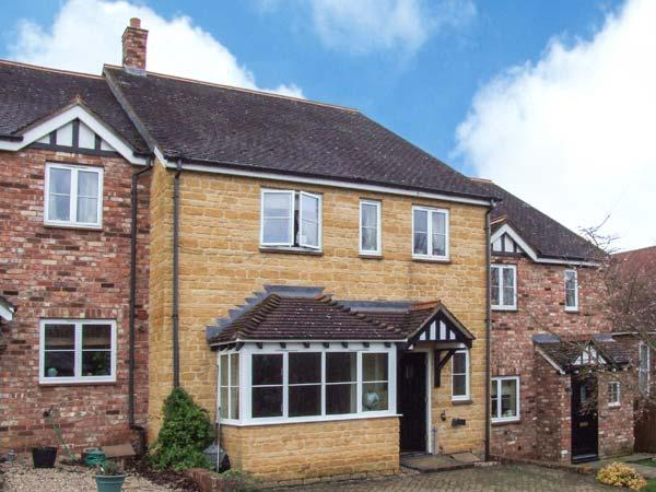 OAK COTTAGE, stone property, en-suite, enclosed garden, pet-friendly, near Evesham, Ref 903912 - Image 1 - Evesham - rentals