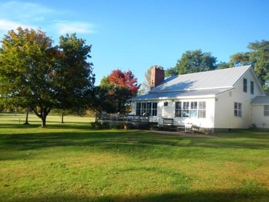 Lake Front Country Home - Country Home with 200 ft of Gradual Lakeshore located on the tip of North Hero Island. - North Hero - rentals