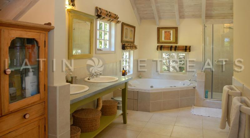 Bathroom - 2 Bedroom/ 1.5 bath - Lovely rustic home with an a - San Carlos de Bariloche - rentals