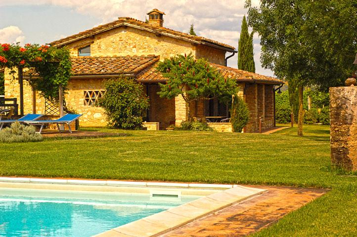 A villa with a view of Monteriggioni and a private - Image 1 - Monteriggioni - rentals