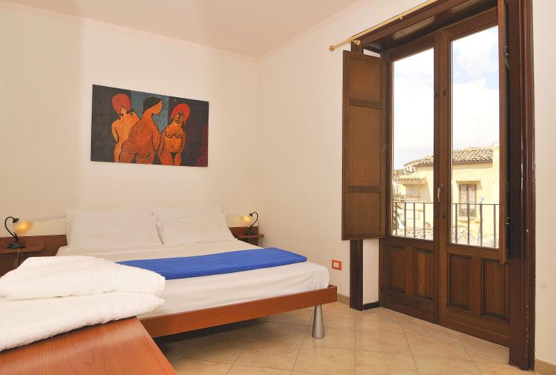 Very Central One Bedroom Apt in Modica Old Town - Image 1 - Modica - rentals
