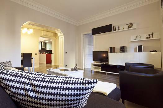 Just 210m from Sagrada Familia 4BR/2BA home for 10 - Image 1 - Barcelona - rentals
