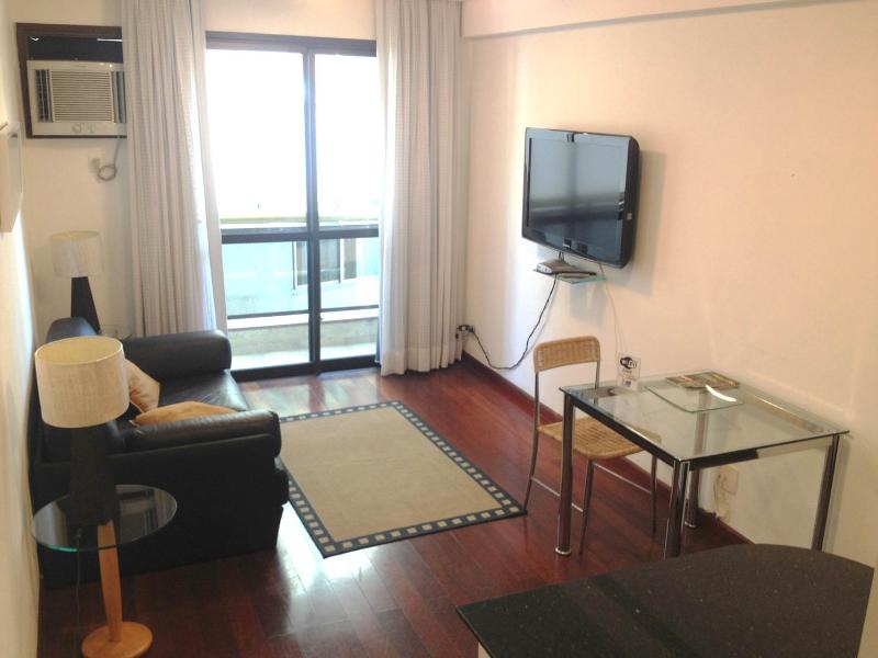 Living room with cable tv - Flat (Reception and Security 24hrs) - Rio de Janeiro - rentals