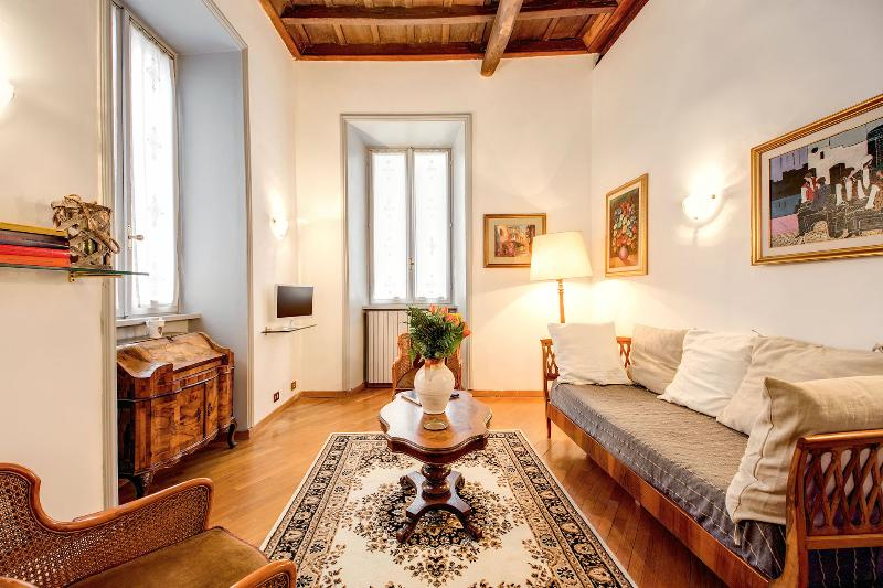 Nice Flat Overlooking Jewish Ghetto - Image 1 - Rome - rentals