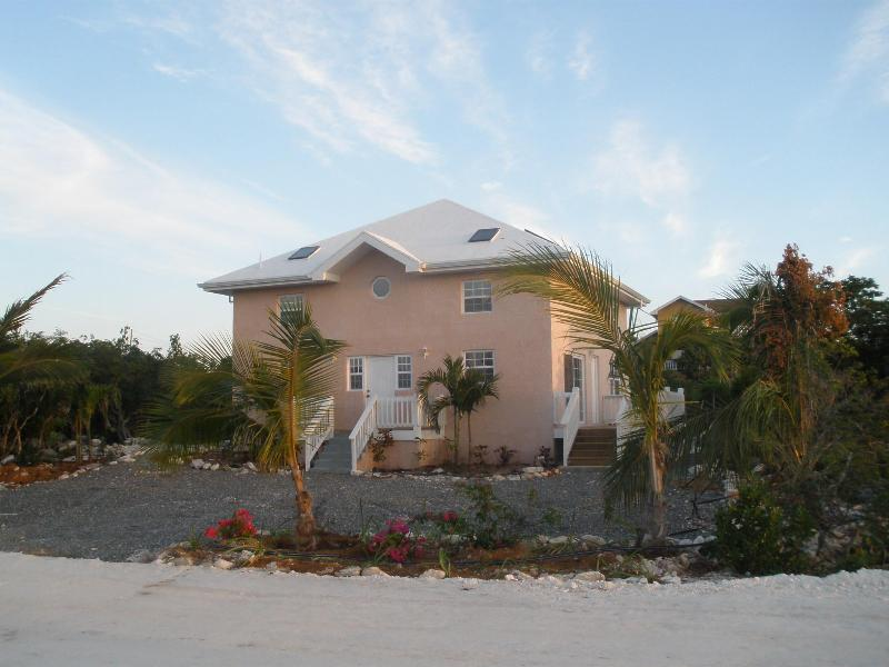 Front view of building - One-bedroom apartments w/ kitchen or kitchenette - Providenciales - rentals