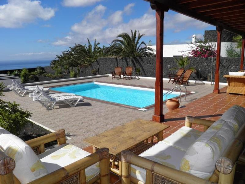 Terrace, pool and sea view - Exclusive & private Villa in Macher with sea view - Macher - rentals