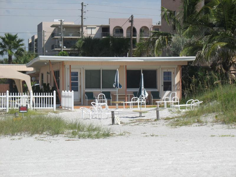 Groundfloor DIRECT BEACHFRONT! Step out the door and into the sand! - Groundfloor DIRECT BEACHFRONT!Right in the sand! - Indian Shores - rentals