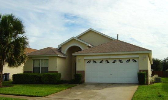 FRONT ENTRANCE - 4BD/3BATH, PRIVATE POOL, MINUTES FROM PARKS! - Kissimmee - rentals