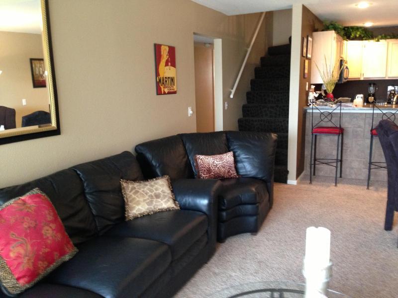 Spacious Living Room - FALL FIESTA*****5 BDRM*****SLEEPS 12**** - Osage Beach - rentals