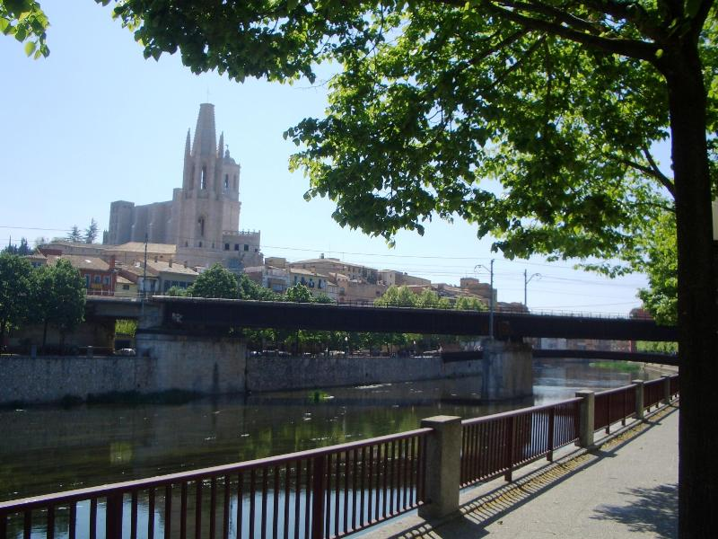 Girona Cathedral from the riverbank near the flat - Bright, Riverside Apartment in a Great location - Girona - rentals