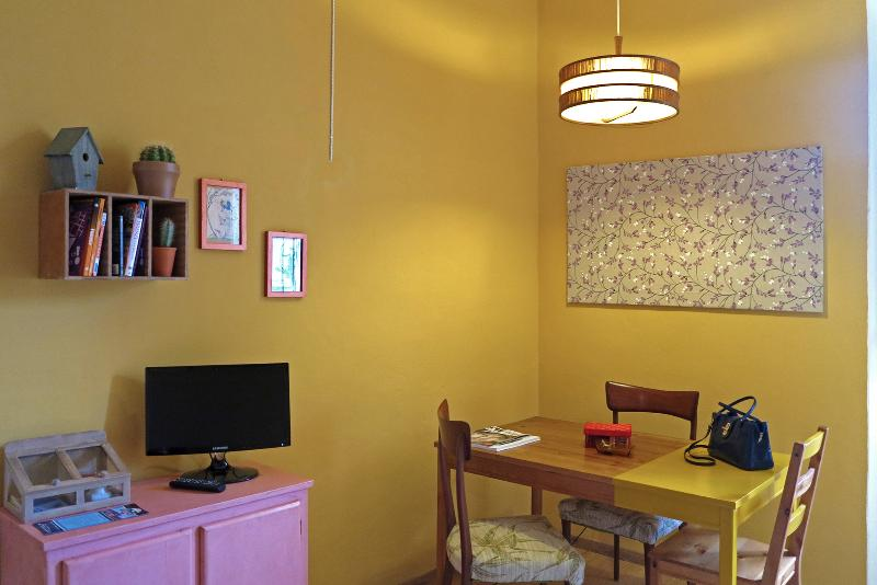 living room - Colorful 1 Bedroom Apartment in Florence - Florence - rentals