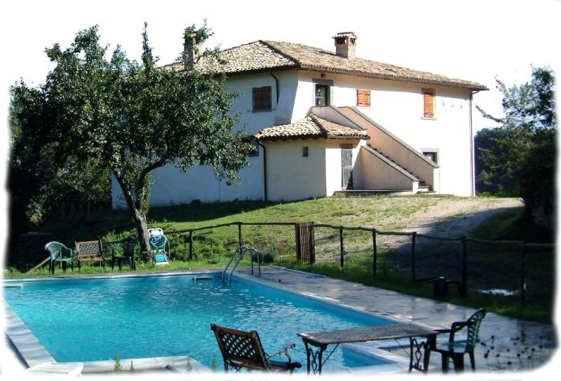Welcome to SALLEGROTTE! This is the villa's main house with the pool. Enjoy and relax! - SALLEGROTTE - Civita di Bagnoregio Villa. Deep-in-the-Green, Pool, Breathtaking View! - Bagnoregio - rentals