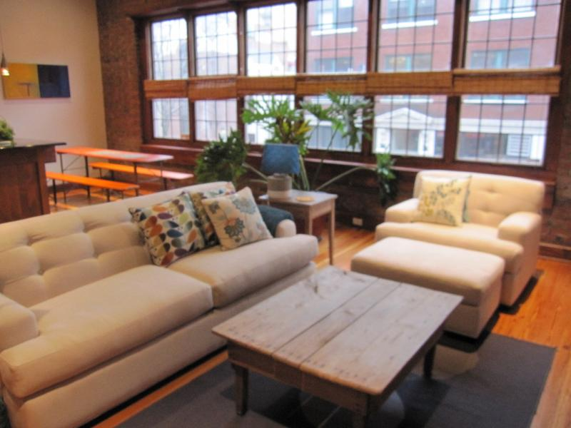 Couch features queen Simmons Beauty Rest Mattress - Downtown Artist Loft in Asheville. - Asheville - rentals
