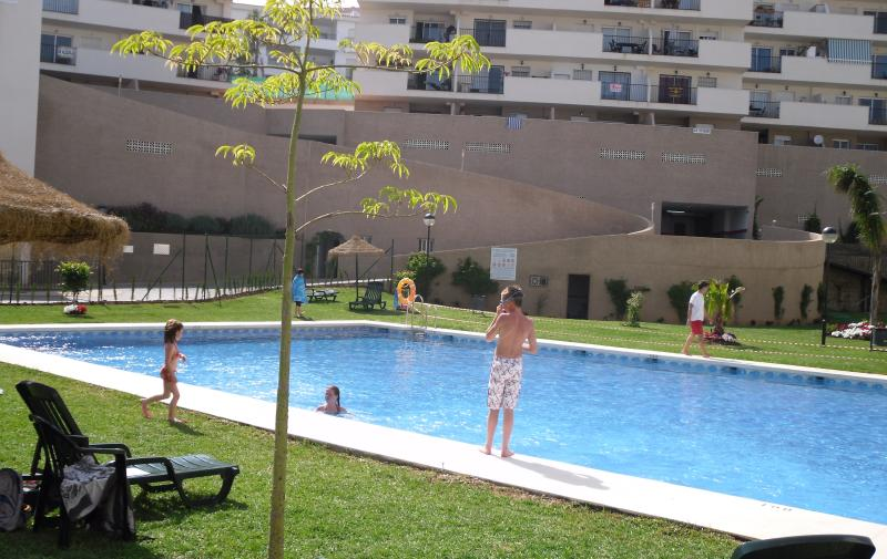 Fully Equipped 2 Bedroom Apartment In Miraflores Close To The Beach - Image 1 - La Cala de Mijas - rentals