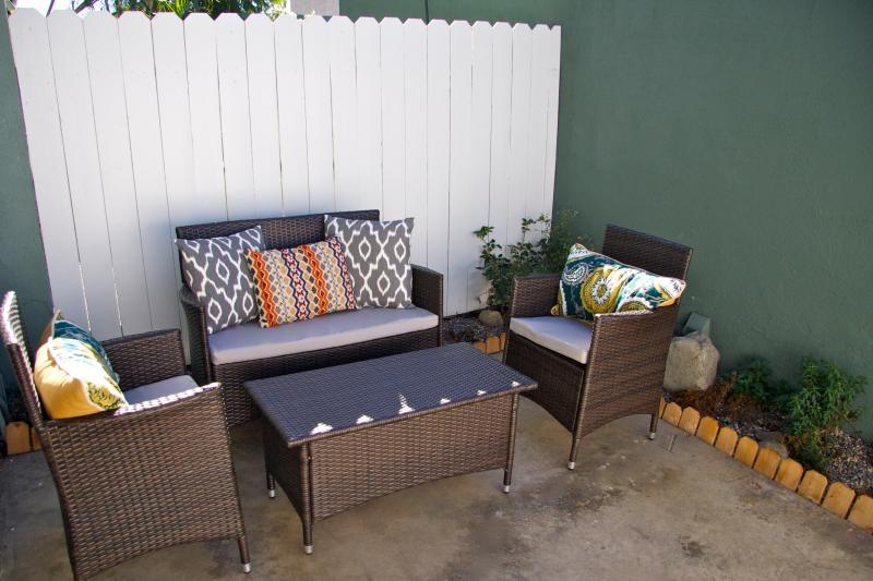 Lovely patio  - Close to the Beach and Ocean Breezes - Huntington Beach - rentals