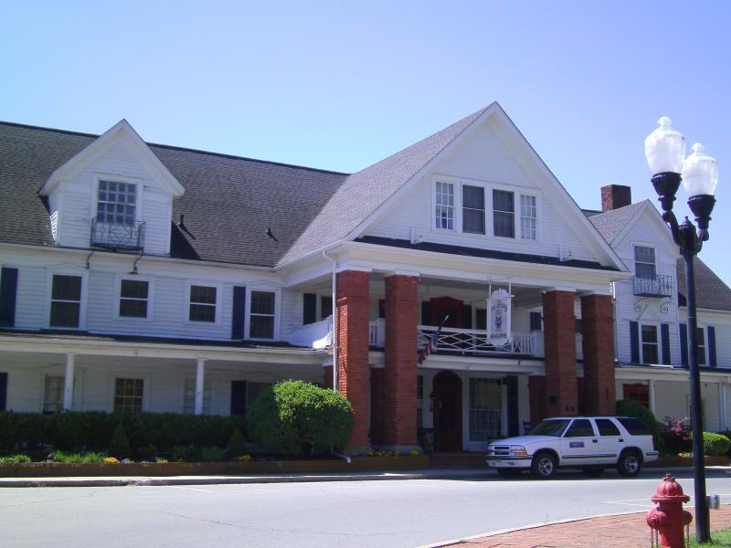 15 BR House Near Asheville - Reunions & Weddings - Image 1 - Burnsville - rentals