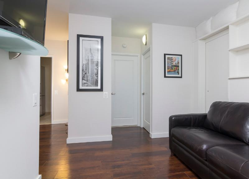 Living Room with Sleep Sofa - Sleeps 6! 3 Bed/1 Bath Apartment, Murray Hill / Gramercy, Awesome! (8468) - New York City - rentals