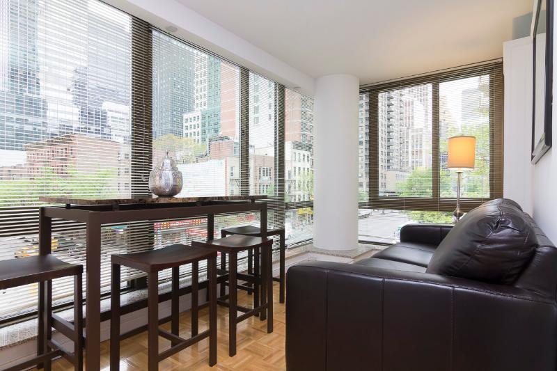 Living Room - Sleeps 4! 2 Bed/1 Bath Apartment, , Awesome! (8477) - New York City - rentals