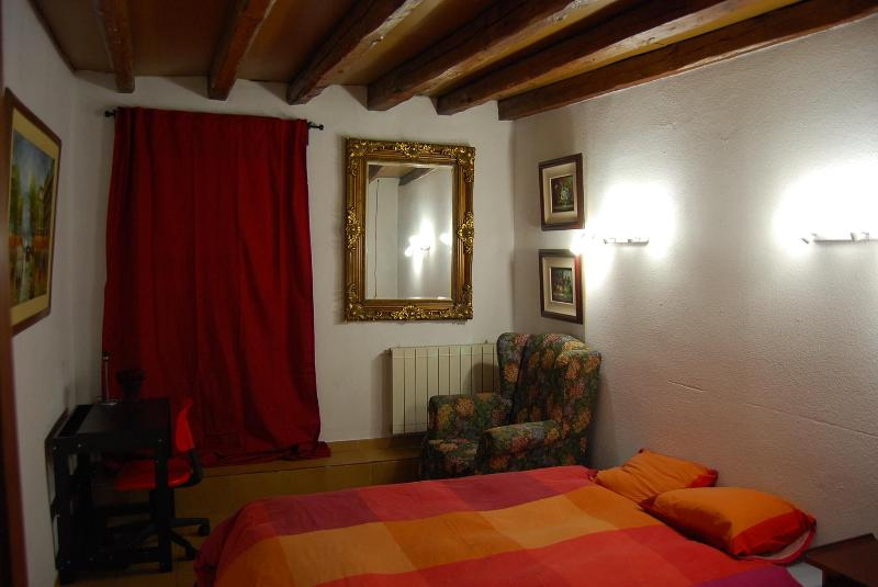 BEDROOM - Double Room  CALLAO - SOL - GRAN VIA (Red) - Madrid - rentals