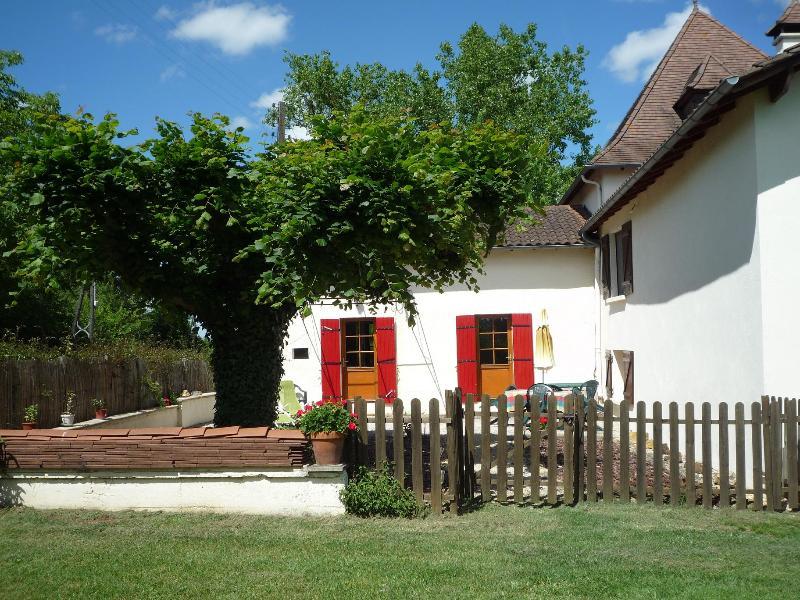 Rural comfortable 2 bed Gite in the Dorgogne - Image 1 - Cendrieux - rentals