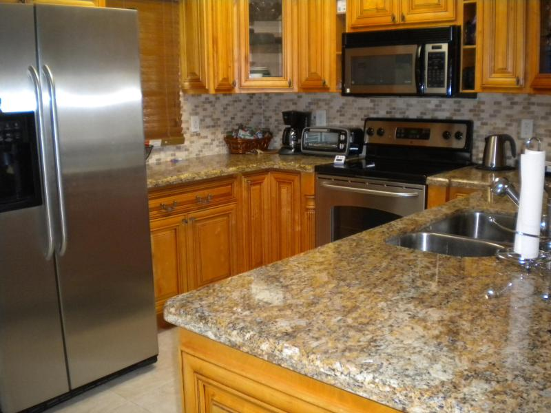 Remodeled kitchen, stainless appliances, new dishwasher, granite countertops - Buttonwood Bay Key Largo Waterfront Townhouse - Key Largo - rentals