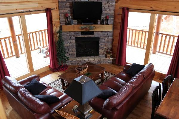 Hand carved mantle, leather furniture/ Flat screen tv with wifi enabled Blu ray player - Happy Trails Log Cabin in Bear Creek Crossing - Pigeon Forge - rentals