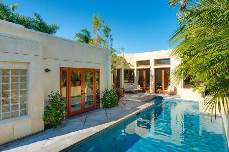 Sleek Modern Terrace features saltwater pool, waterfall, wet bar & close to beach - Image 1 - Newport Beach - rentals