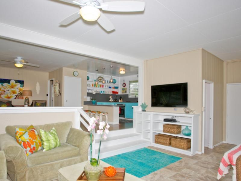 Large screen tv - Lovely beach front cottage on the Northshore of Oahu - Waialua - rentals