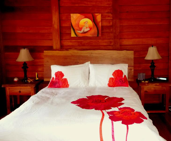 Beautiful private suite with Queen size bed - Casa del Paraiso, Steps from our Stunning Beach - Tola - rentals