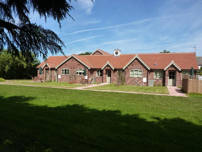 Lily Broad Cottage - Image 1 - Rollesby - rentals