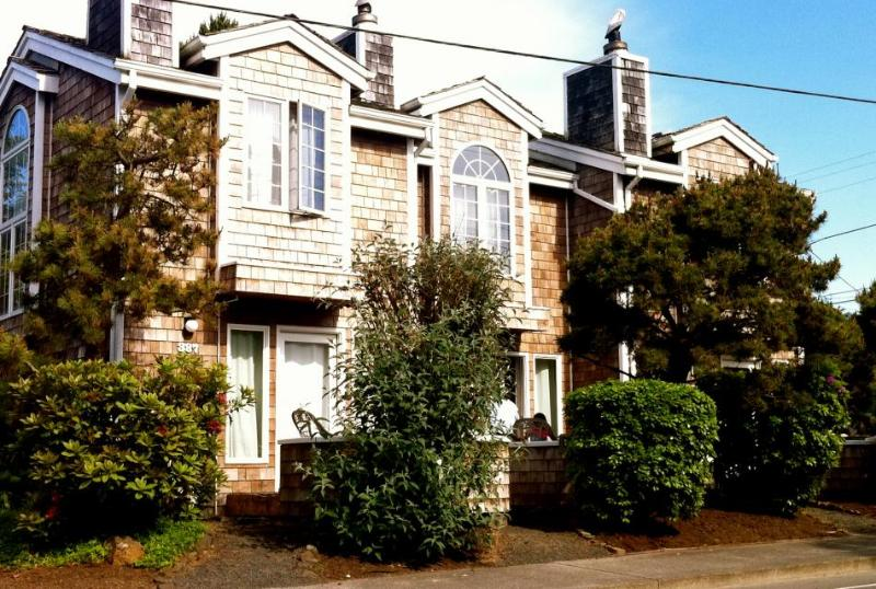 Beaches Townhomes - Image 1 - Cannon Beach - rentals
