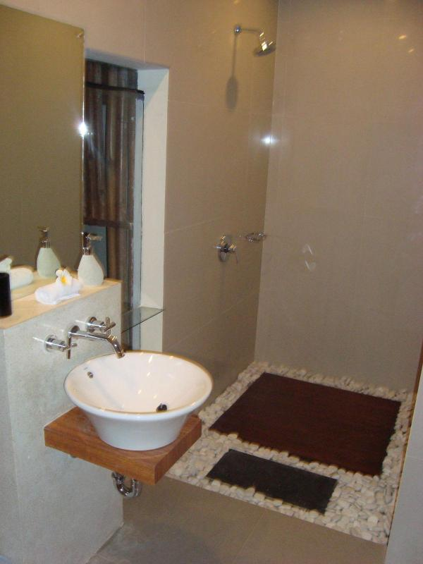 Each room has its own en-suite - Villa Shiraz In Kerobokan - Kerobokan - rentals