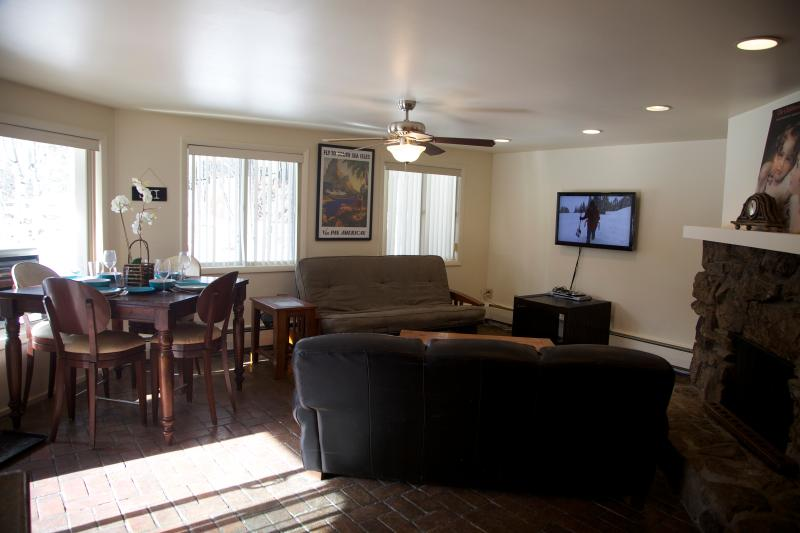 Kithcen into living/dining area - AUGUST AVAILABLE! ASPEN! - Aspen - rentals