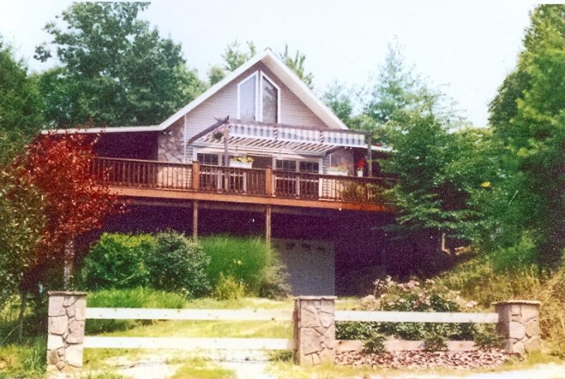 On Driveway - PRIVATE MT. TOP CHALET W/HTUB,WIFI, 3 TVS; - Reliance - rentals